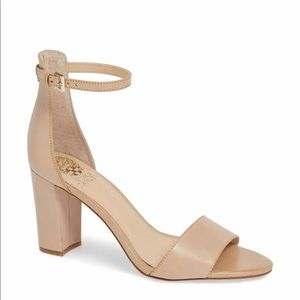 NWT Vince Camuto Corlina Sandals in Nude